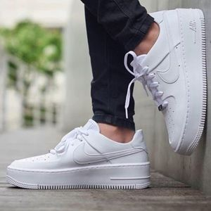 Nike women's Air Force 1 Sage Low size 8